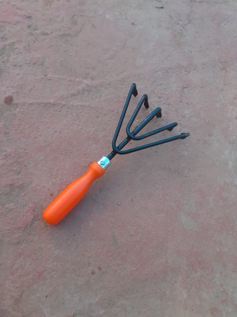 5 Arm Hand Cultivator with Plastic Handle